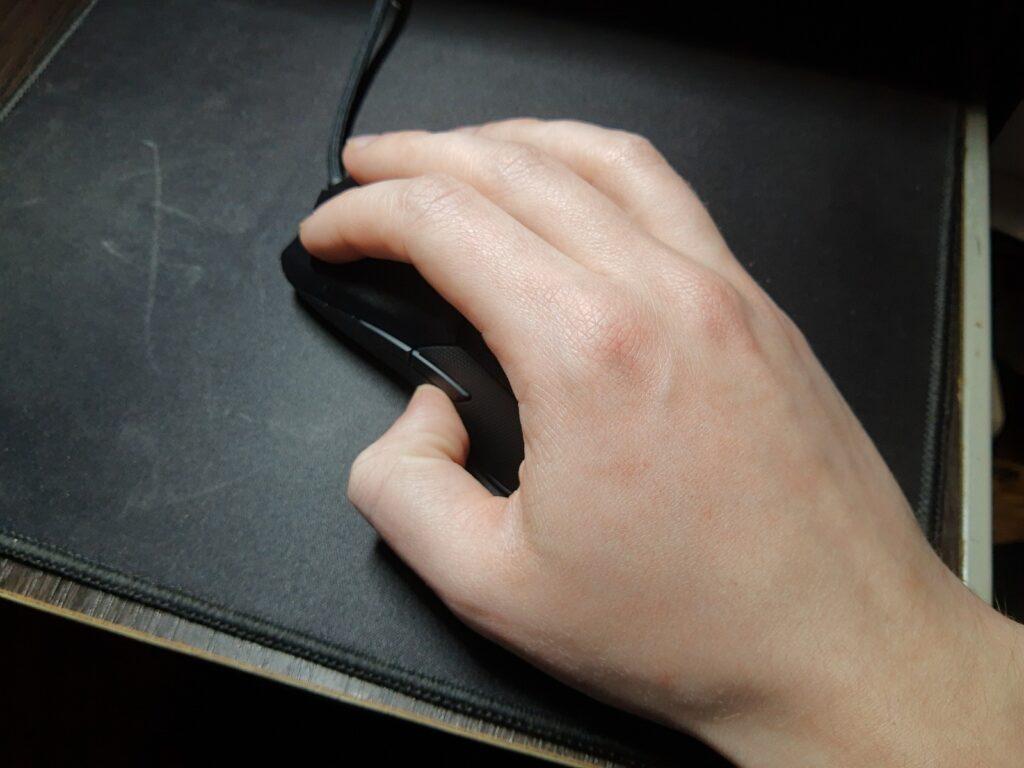 Razer Viper 8KHz niebędzie się nadawał dokażdej dłoni
